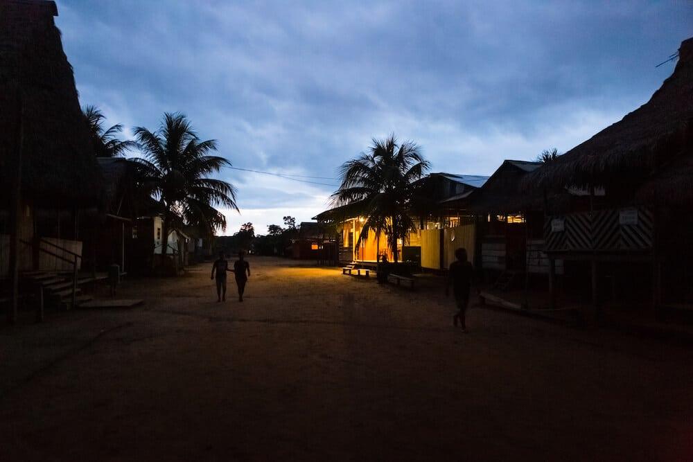Puerto Miguel de noche